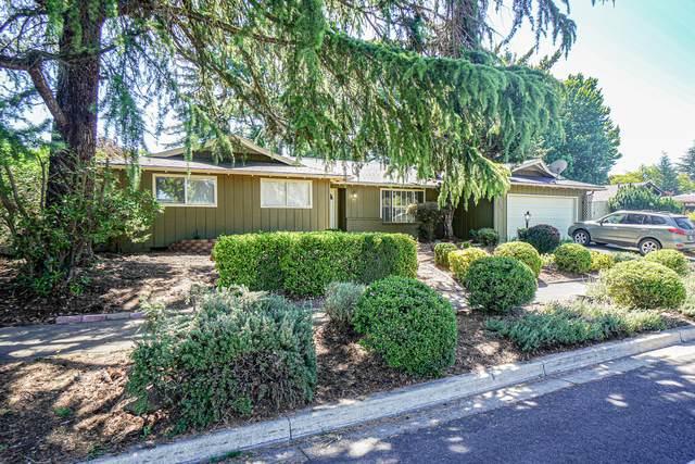 323 Black Oak Drive, Medford, OR 97504 (MLS #220125440) :: Vianet Realty