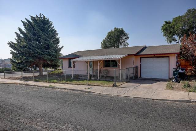410 SW 2nd Street, Madras, OR 97741 (MLS #220125475) :: Coldwell Banker Bain