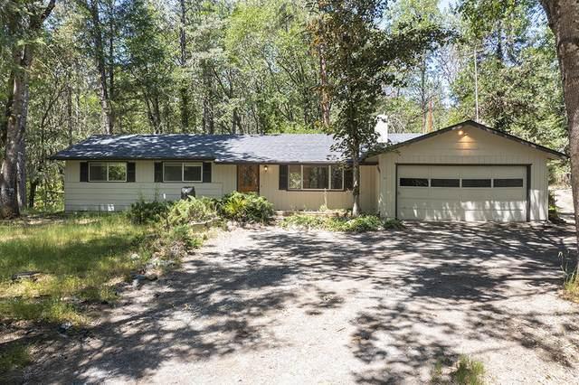 100 Hornet Lane, Grants Pass, OR 97527 (MLS #220125518) :: Coldwell Banker Bain