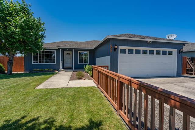 7961 Isabella Way, White City, OR 97503 (MLS #220125533) :: Coldwell Banker Bain