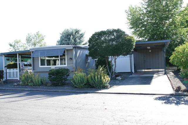 2252 Table Rock Road #84, Medford, OR 97501 (MLS #220125536) :: Coldwell Banker Bain