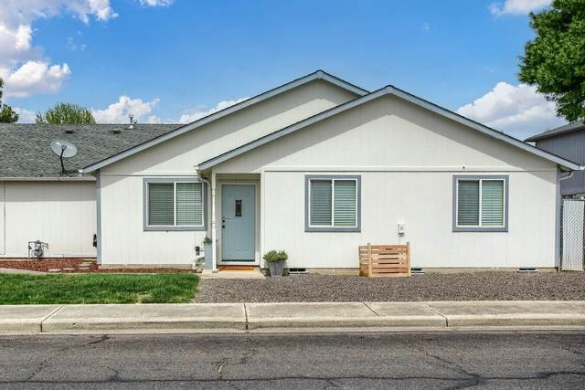 584 Mountain View Drive, Central Point, OR 97502 (MLS #220125572) :: Arends Realty Group