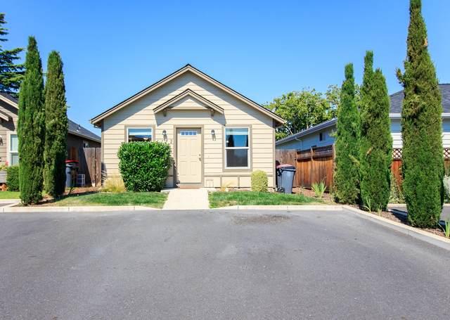 1112 Peachwood Court, Medford, OR 97501 (MLS #220125612) :: The Riley Group