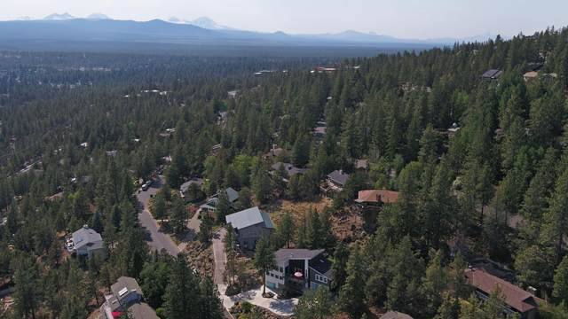 1908 NW Trenton Avenue, Bend, OR 97703 (MLS #220125627) :: Arends Realty Group