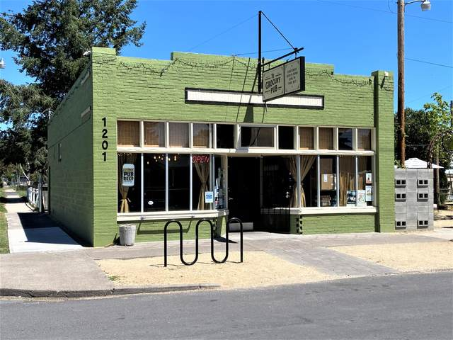 1201 Division Street, Klamath Falls, OR 97601 (MLS #220125641) :: The Bifano Home Team