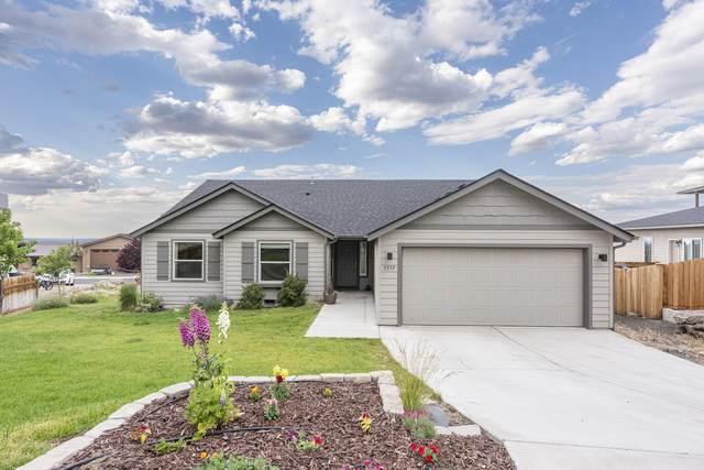 3535 SW Grandview Court, Redmond, OR 97756 (MLS #220125658) :: The Riley Group