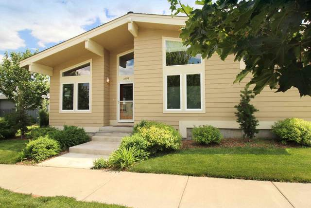 2797 NE Great Horned Place, Bend, OR 97701 (MLS #220125668) :: The Riley Group