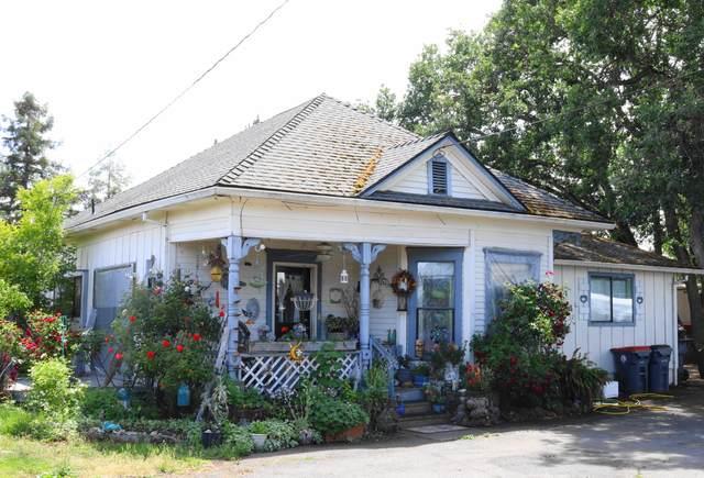 978 Cherry Street, Medford, OR 97501 (MLS #220125734) :: Premiere Property Group, LLC