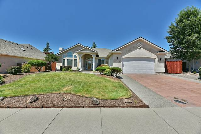 1073 Coral Ridge, Eagle Point, OR 97524 (MLS #220125796) :: Arends Realty Group