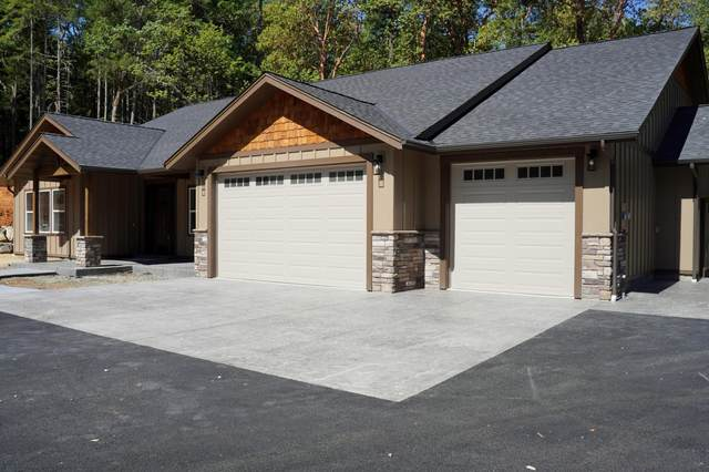268 Red Rock Lane, Grants Pass, OR 97527 (MLS #220125820) :: The Bifano Home Team