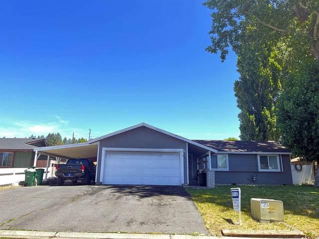 1111 Merryman Drive, Klamath Falls, OR 97603 (MLS #220125874) :: Vianet Realty