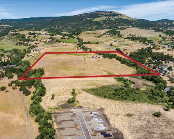 4365 Coal Mine Road, Medford, OR 97504 (MLS #220126137) :: Chris Scott, Central Oregon Valley Brokers