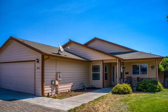 2024 SW 23rd Street, Redmond, OR 97756 (MLS #220126294) :: Bend Homes Now