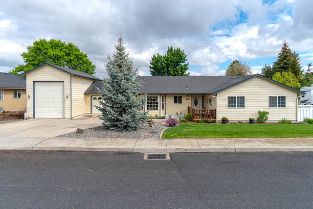 2817 SW Volcano Circle, Redmond, OR 97756 (MLS #220126349) :: Coldwell Banker Bain