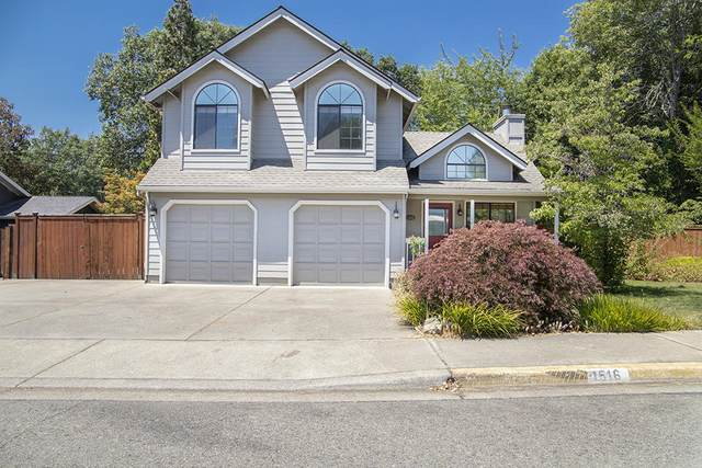 1516 NW Thompson Way, Grants Pass, OR 97526 (MLS #220126382) :: Bend Homes Now