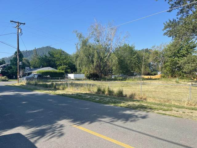 215 Fourth Street Lot #1, Rogue River, OR 97537 (MLS #220126477) :: The Riley Group
