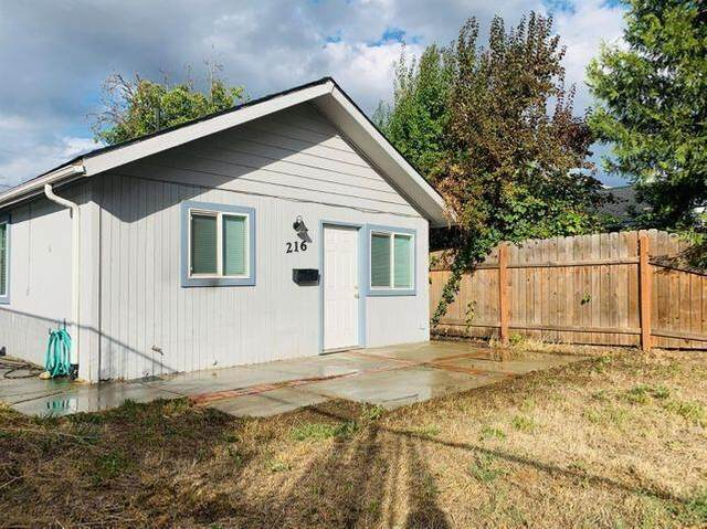 216 Loto Street, Eagle Point, OR 97524 (MLS #220126571) :: Premiere Property Group, LLC