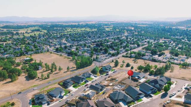 1010 Onyx Street, Eagle Point, OR 97524 (MLS #220126841) :: Arends Realty Group