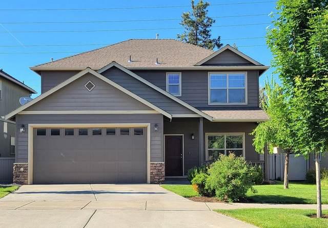 652 SE Gleneden Place, Bend, OR 97702 (MLS #220126910) :: Fred Real Estate Group of Central Oregon