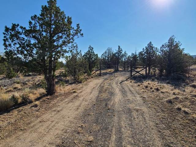 6128 SE Jerry Drive, Prineville, OR 97754 (MLS #220127121) :: Bend Homes Now