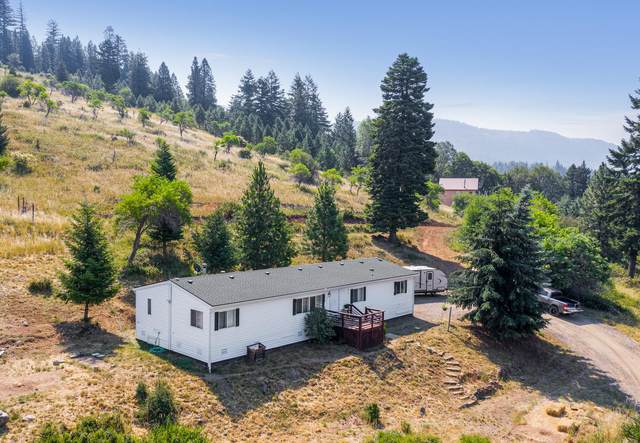 11512 Dead Indian Memorial Road, Ashland, OR 97520 (MLS #220127200) :: Bend Relo at Fred Real Estate Group