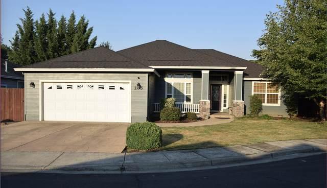 205 Glenwood, Eagle Point, OR 97524 (MLS #220127203) :: Premiere Property Group, LLC