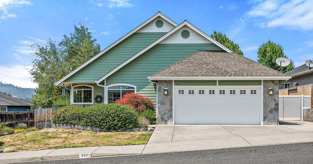 920 Ridgeview Drive, Eagle Point, OR 97524 (MLS #220127300) :: Bend Homes Now