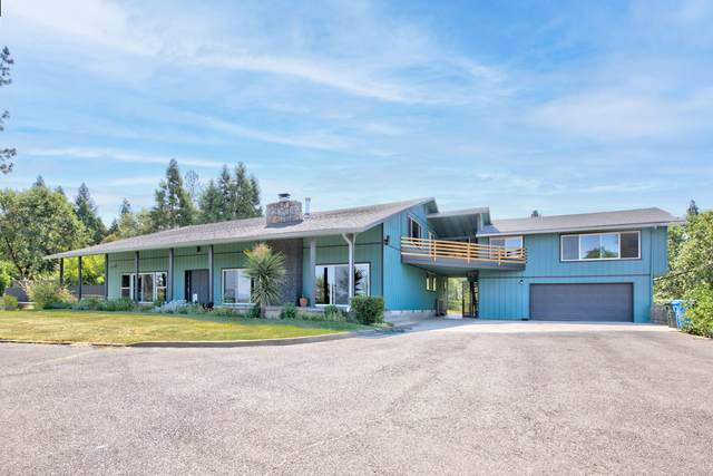 1756 Southgate Way, Grants Pass, OR 97527 (MLS #220127384) :: The Bifano Home Team