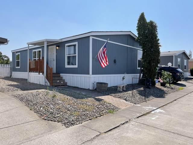 721 Nita Lynne, Medford, OR 97501 (MLS #220127473) :: Chris Scott, Central Oregon Valley Brokers