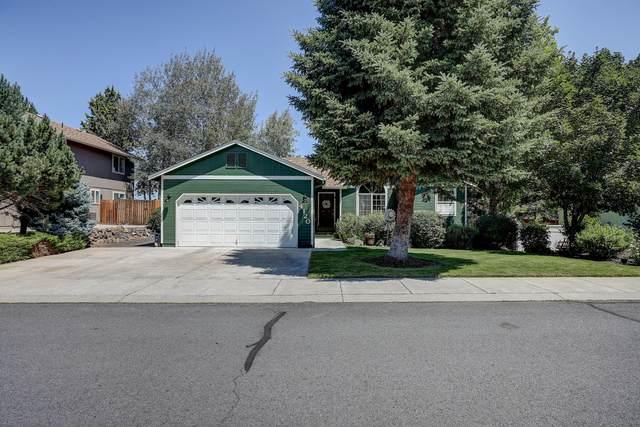 4120 SW Ben Hogan Drive, Redmond, OR 97756 (MLS #220127587) :: Fred Real Estate Group of Central Oregon