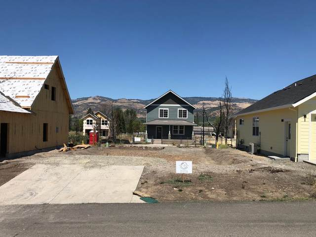 212 Willow Way, Talent, OR 97540 (MLS #220127607) :: The Ladd Group