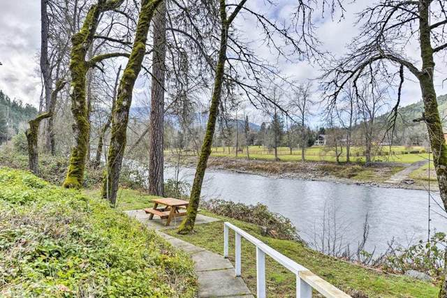 7681 Rogue River Highway, Grants Pass, OR 97527 (MLS #220127616) :: The Ladd Group