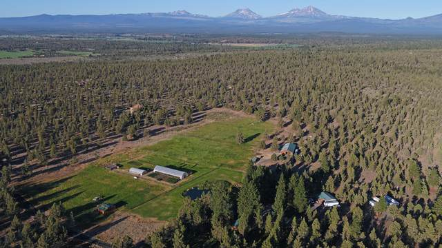 18080 Wanona Road, Sisters, OR 97759 (MLS #220127636) :: The Ladd Group
