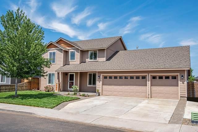 2135 NW Kingwood Avenue, Redmond, OR 97756 (MLS #220127650) :: Chris Scott, Central Oregon Valley Brokers