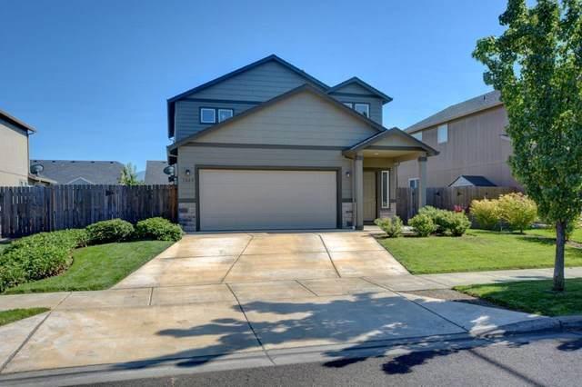 1049 Pendleton Drive, Medford, OR 97501 (MLS #220127661) :: Berkshire Hathaway HomeServices Northwest Real Estate