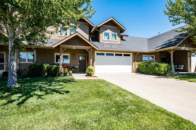 717 SW Kinsington Court, Grants Pass, OR 97526 (MLS #220127691) :: The Ladd Group