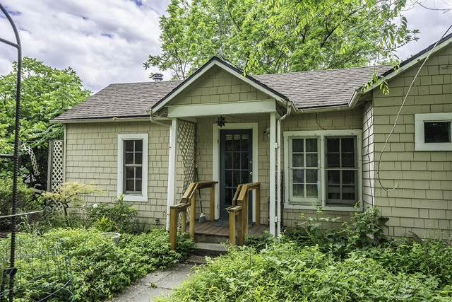 694 Oak Street, Ashland, OR 97520 (MLS #220127696) :: Premiere Property Group, LLC
