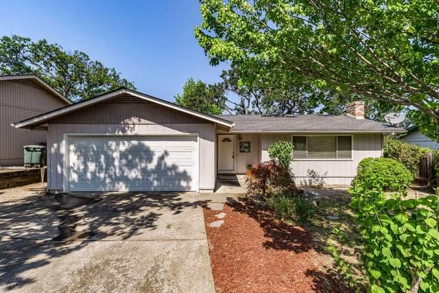 735 Oak Knoll Drive, Ashland, OR 97520 (MLS #220127702) :: Premiere Property Group, LLC