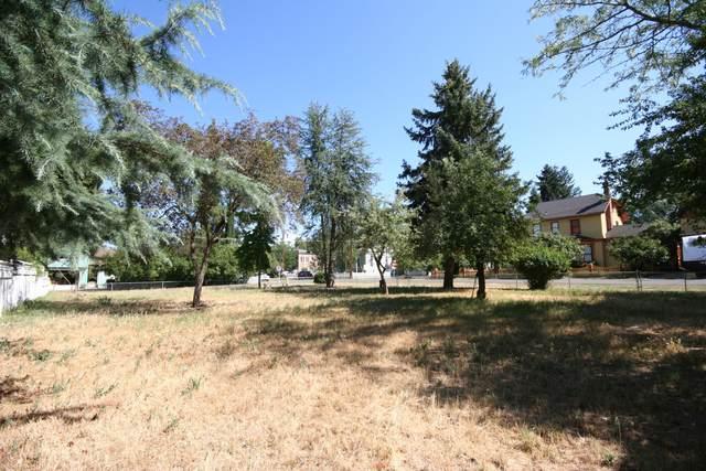 165 D Street, Jacksonville, OR 97530 (MLS #220127733) :: Berkshire Hathaway HomeServices Northwest Real Estate