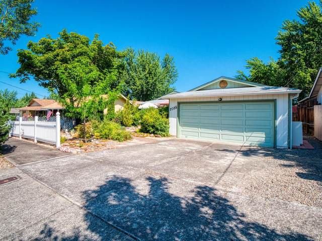 2085 Hill Way, Medford, OR 97504 (MLS #220127805) :: Berkshire Hathaway HomeServices Northwest Real Estate
