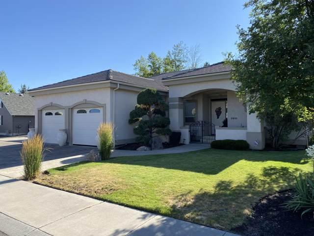 3810 SW Gene Sarazan Drive, Redmond, OR 97756 (MLS #220127819) :: Fred Real Estate Group of Central Oregon