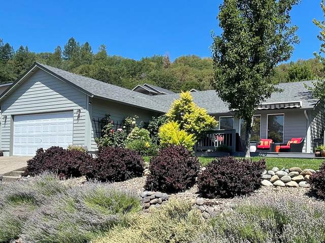607 Lia Way, Rogue River, OR 97537 (MLS #220127852) :: The Riley Group