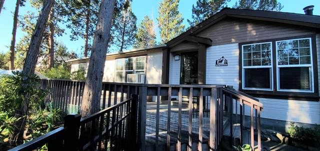 1076 SE Valleywood Place, Bend, OR 97702 (MLS #220127854) :: Berkshire Hathaway HomeServices Northwest Real Estate