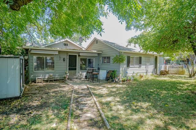 207 N Columbus Avenue, Medford, OR 97501 (MLS #220127903) :: Premiere Property Group, LLC