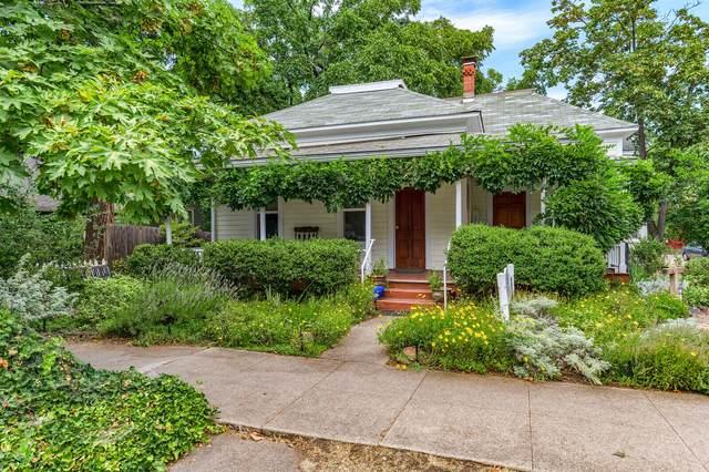 237 B Street, Ashland, OR 97520 (MLS #220127911) :: Premiere Property Group, LLC