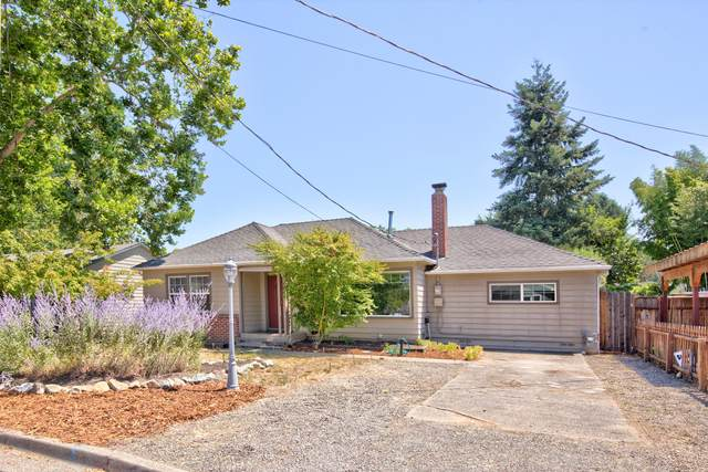 1045 SE Ashley Place, Grants Pass, OR 97526 (MLS #220127941) :: Berkshire Hathaway HomeServices Northwest Real Estate