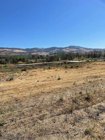 401 S Pacific Highway, Talent, OR 97540 (MLS #220127956) :: Coldwell Banker Bain