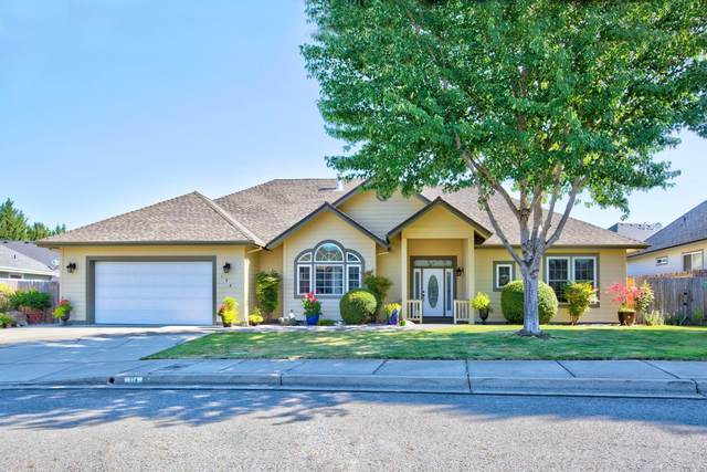 174 SW Whispering Drive, Grants Pass, OR 97527 (MLS #220127973) :: Berkshire Hathaway HomeServices Northwest Real Estate