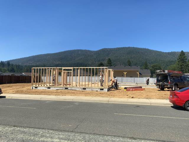 103 Cabernet Circle, Cave Junction, OR 97523 (MLS #220127977) :: Bend Homes Now