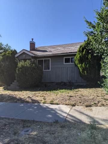 1865 Fremont Street, Klamath Falls, OR 97601 (MLS #220127981) :: Premiere Property Group, LLC